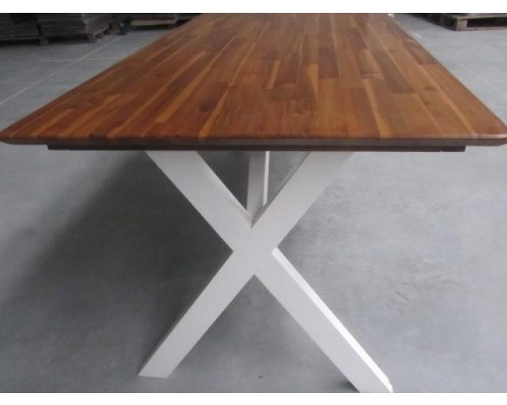 Stół z litego drewna akacji azjatyckiej 1880 x 880 x 750, DTLX nogi białe litery X, lakierowany kolorem jasny orzech