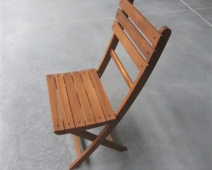 Krzesło składane olejowane z drewna akacji azjatyckiej