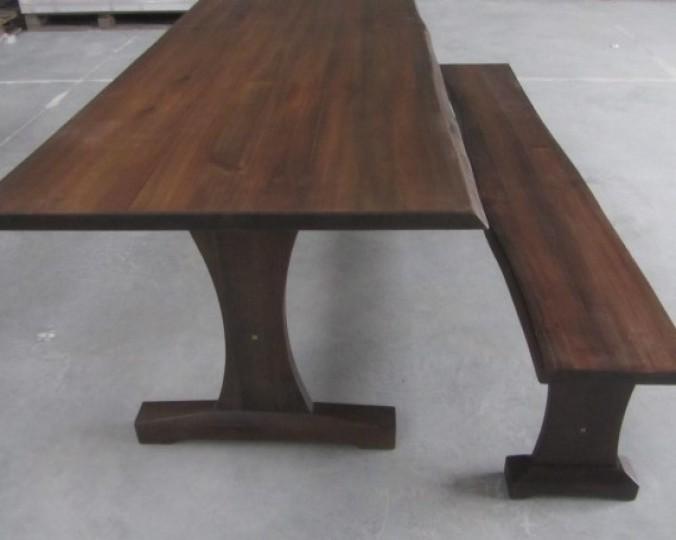 Stół z litego drewna akacji azjatyckiej 1880 x 880 x 750, BM01 z natuaralnym brzegiem Live Edge, olejowany kolorem brązowym